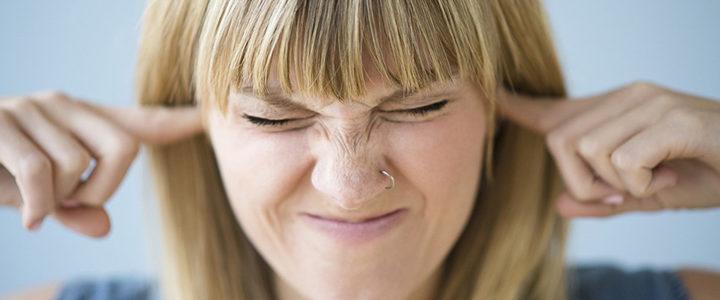Почему появляется звон в ушах и как его убрать